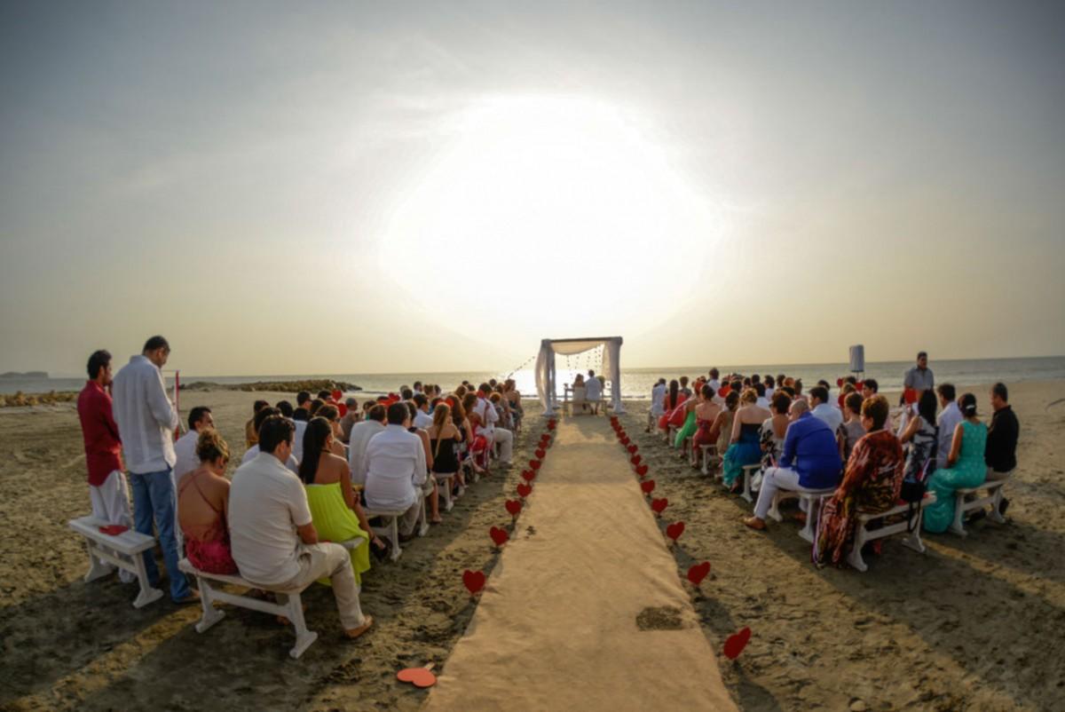 Matrimonio Catolico En La Playa Colombia : Vintage beach themed wedding in cartagena colombia