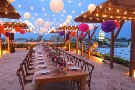Gran mesa alargada para una boda íntima By Leidis Leguia on Pagephilia